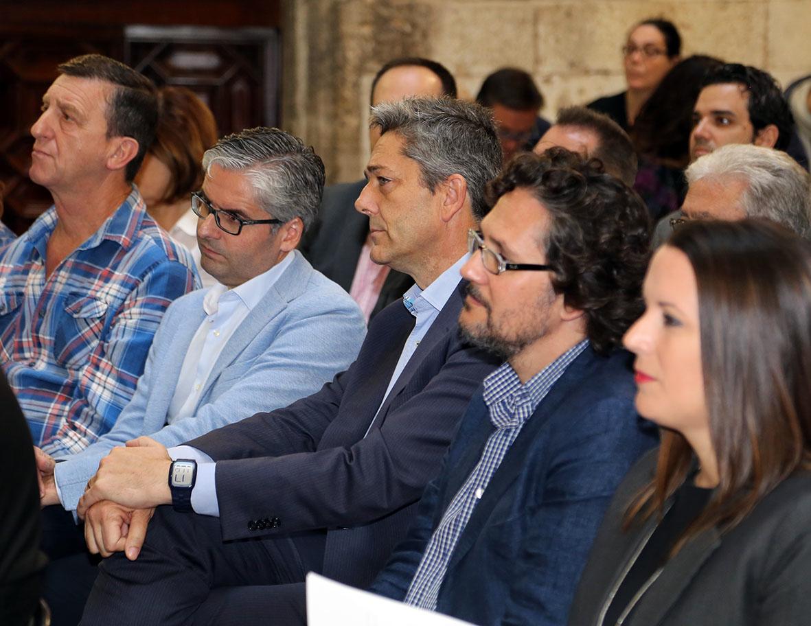 El Alcalde de la Pobla de Vallbona se ha sumado al acto institucional que se ha celebrado en el Palau de la Generalitat.