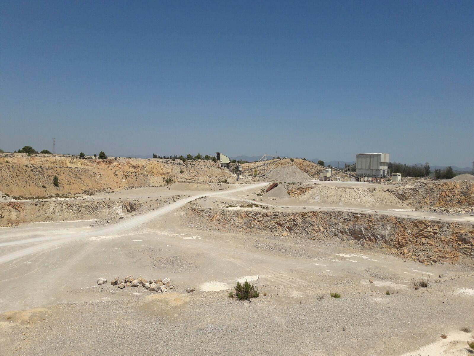 El pleno municipal denuncia el grave deterioro ambiental y paisajístico.