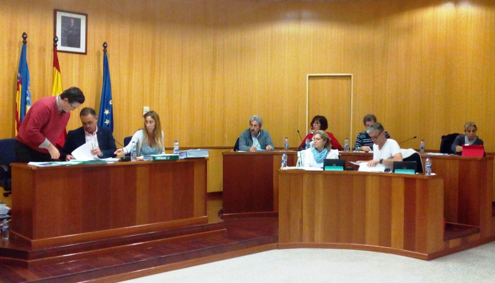 Un momento del pleno celebrado en el Ayuntamiento de San Antonio de Benagérber.