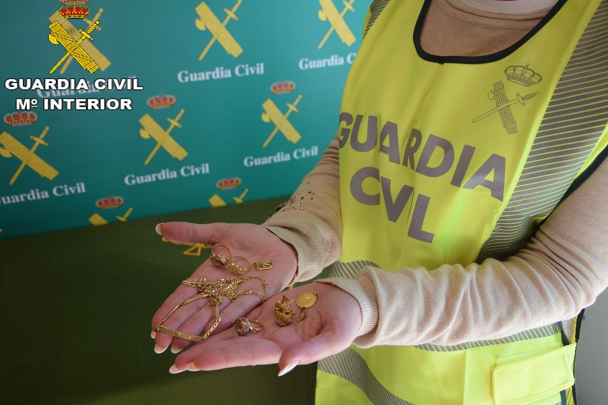 La Guardia Civil ha procedido a la detención de cuatro personas de nacionalidad española.