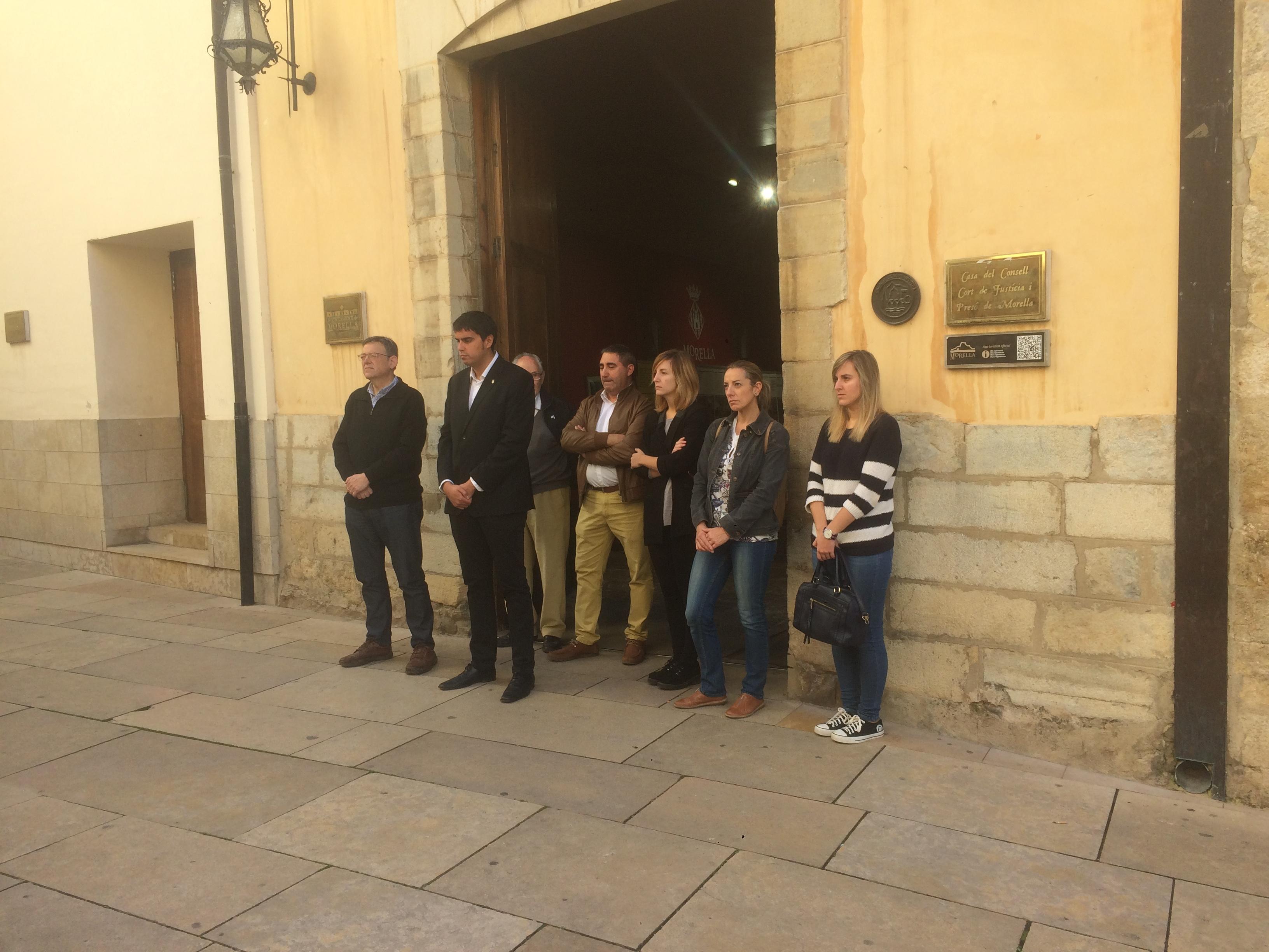 Ximo Puig ha participado en Morella en un minuto de silencio en repulsa ante los asesinatos por violencia machista de dos mujeres en la Comunitat Valenciana.