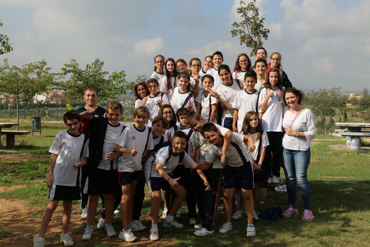 Los alumnos de los centros escolares de Cheste de 6º de Primaria se han iniciado en el Deporte de Orientación con una jornada en el Parque de La Lomiquia.