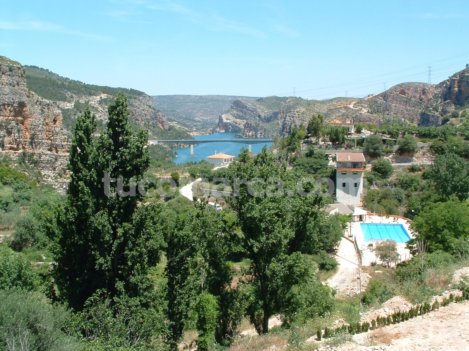 Cortes de Pallás está enclavada en un hermoso y abrupto paisaje.