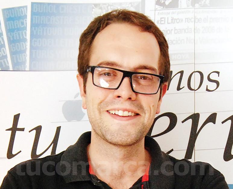 El alcalde de Cheste, José Morell (PSOE), en las instalaciones de tucomarca.com.