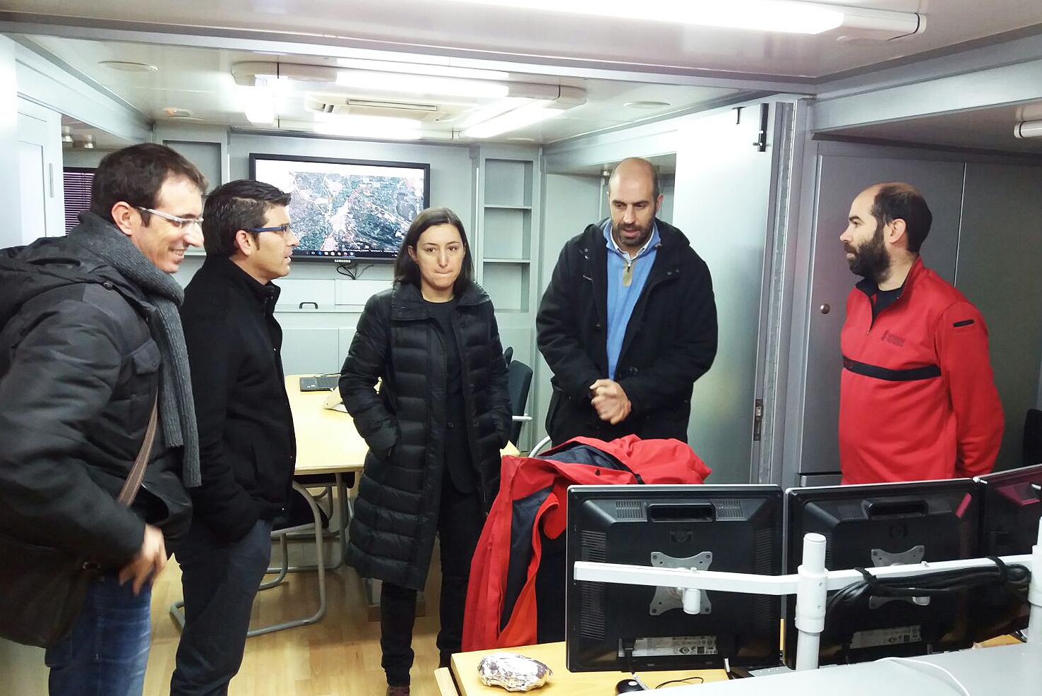El presidente de la Corporación provincial visita el puesto de mando avanzado de Emergencias en Algemesí junto a Pablo Seguí.