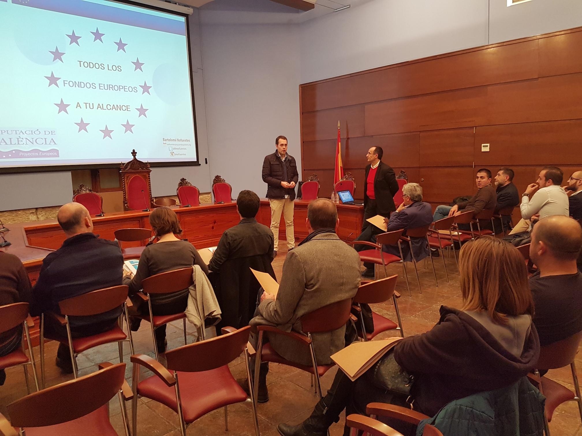 El alcalde de Cheste, José Morell, y el diputado provincial Bartolomé Nofuentes desarrollaron el programa de la charla.