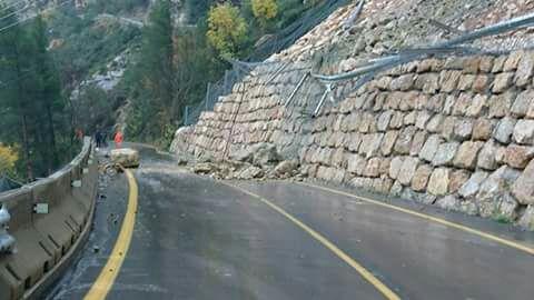 Aspecto del nuevo corte de la carretera de acceso a Cortes de Pallás tras las lluvias de este lunes.