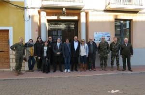 Xavier Rius ha visitado el «Puntal dels Llops» con el alcalde de Olocau, Antonio Ropero, y miembros del Ministerio de Defensa.