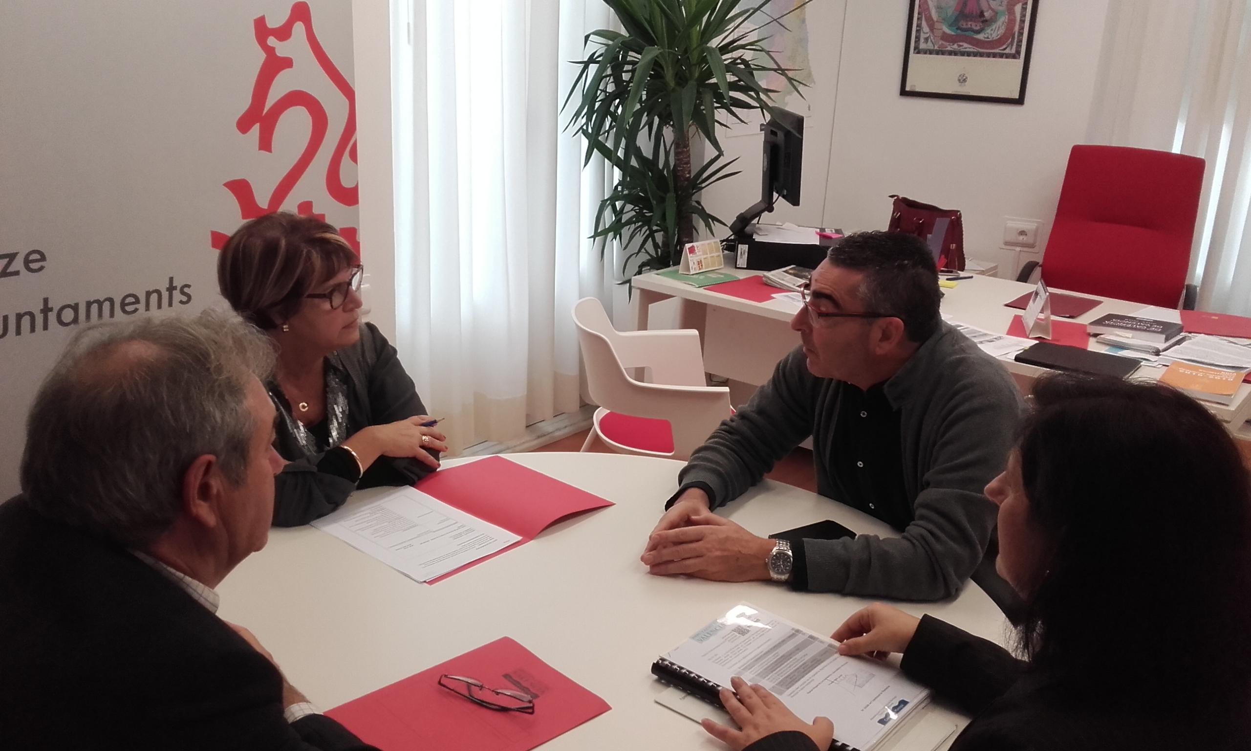 La diputada Conxa Garcia y el alcalde de Montserrat, Josep Maria Mas.
