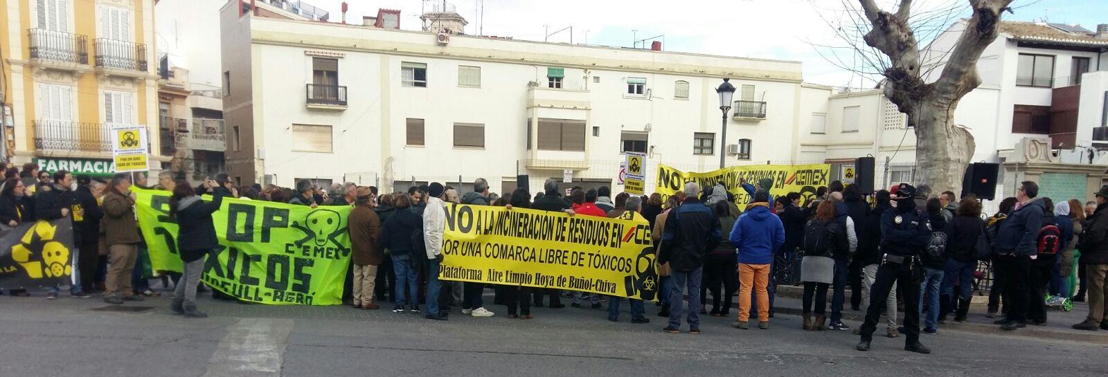 Participantes en la protesta contra la incineración de residuos tóxicos y peligrosos convocada en Chiva tiempo atrás.