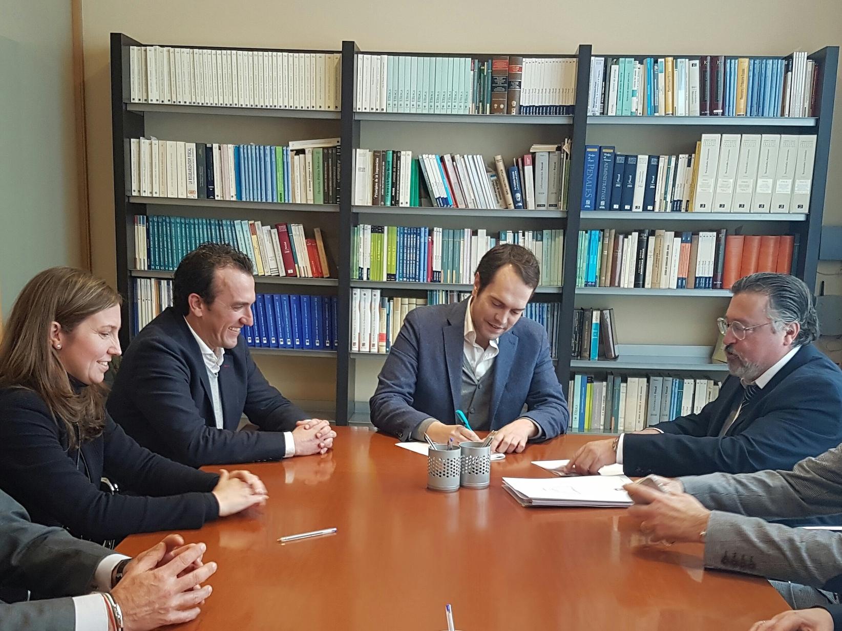 """El alcalde de Cheste, José Morell, ha asegurado que el Polígono Ciudad Circuito """"va a suponer la reafirmación de Cheste como emplazamiento logístico de primer nivel."""