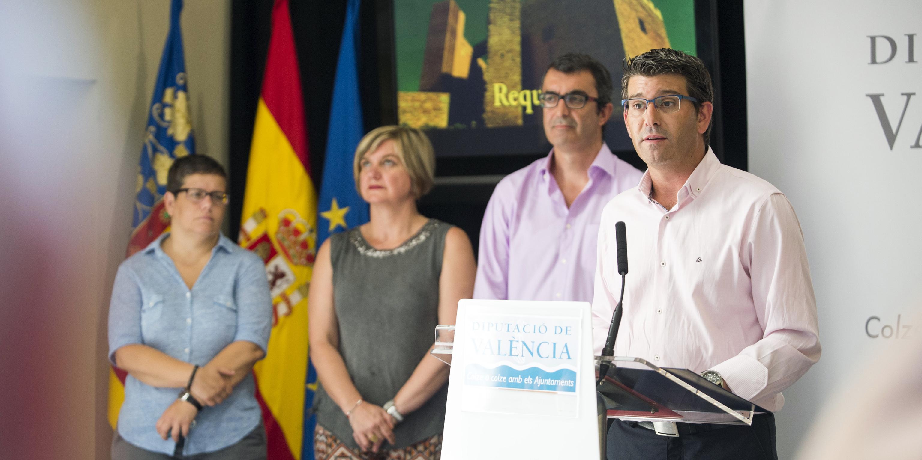 Jorge Rodríguez y Javier Guillén con las diputadas de Deportes y Turismo en la presentación de FITUR en la Diputación.