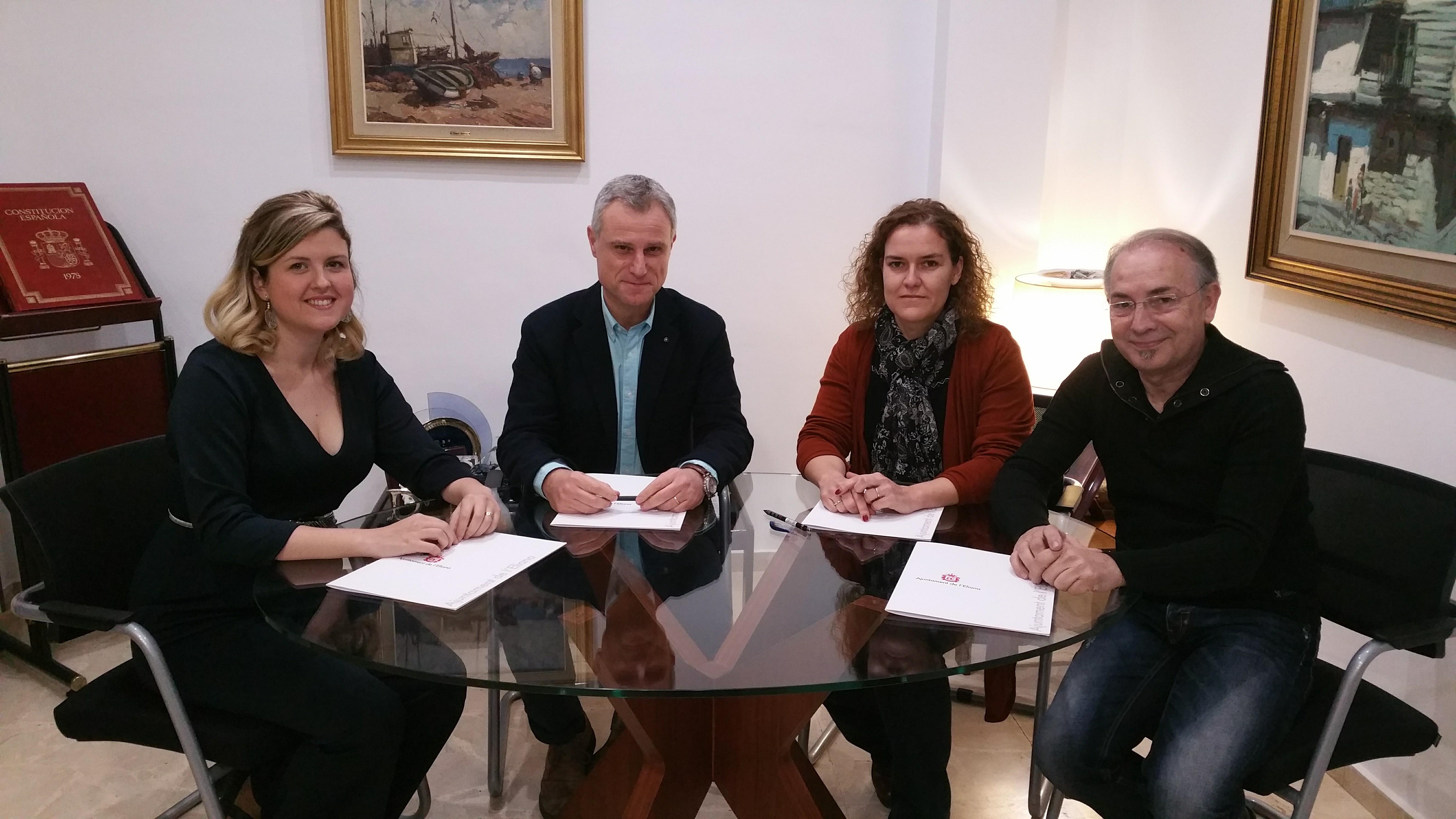 El socialista Salva Torrent ha alcanzado un acuerdo con la coalición naranja para que las dos regidoras, Isabel Montaner y Carmen López, se incorporen al gobierno municipal de l'Eliana.