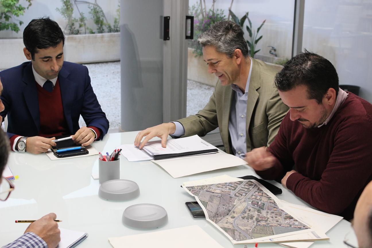 L'Ajuntament de la Pobla de Vallbona ha presentat 1.400 firmes per sol·licitar la gratuïtat o una reducció important del preu del bitllet de metro per a persones desocupades i estudiants.