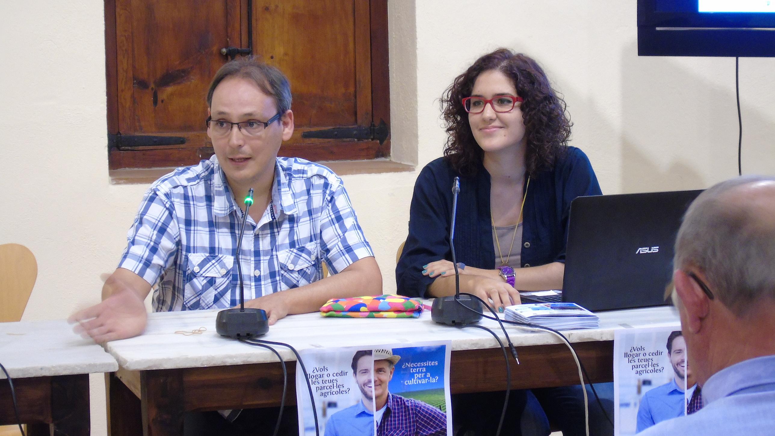 Javier Descalzo, regidor de medi Amibent i Esther Rodríguez, tècnic medi ambient.