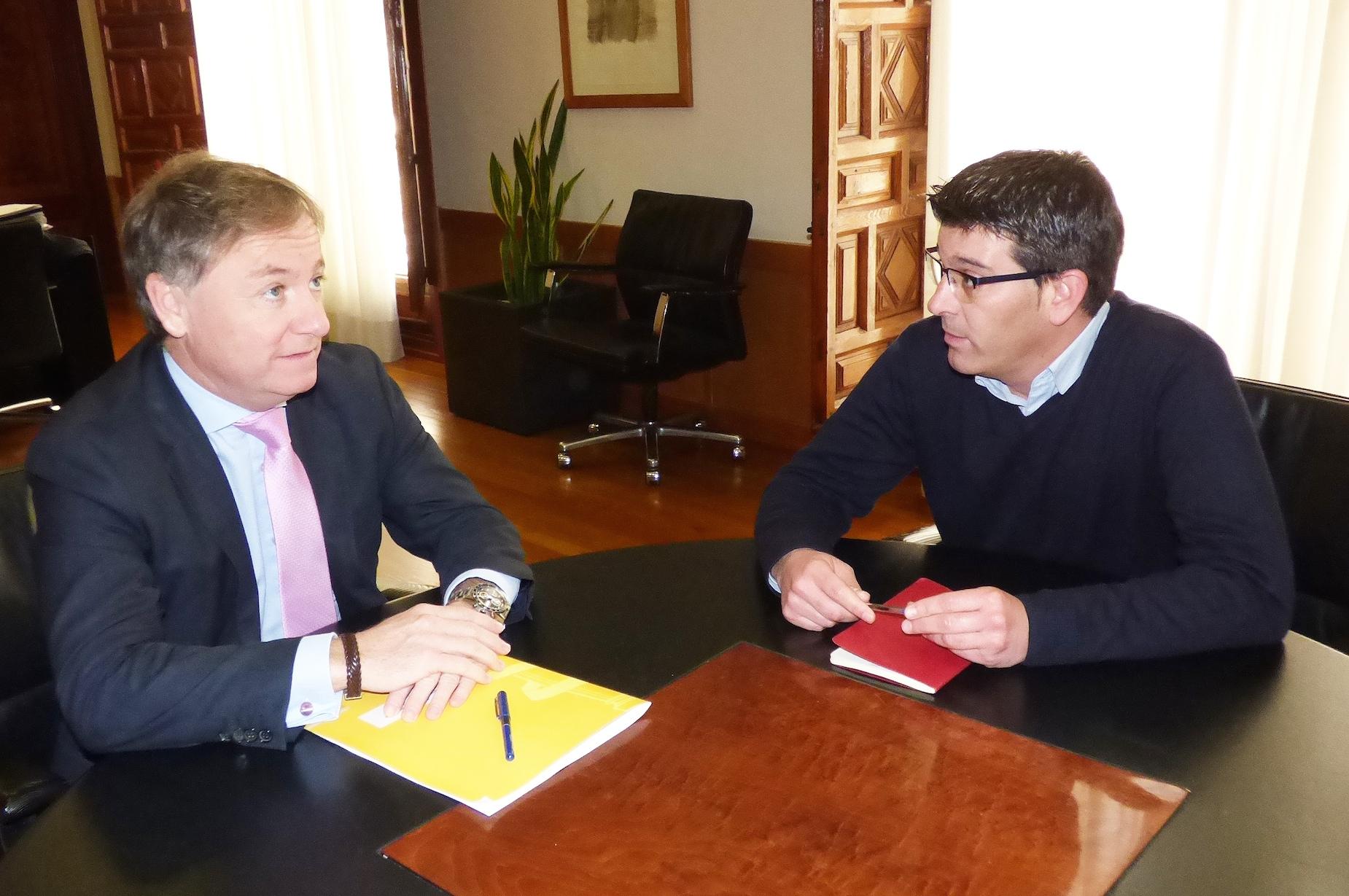 El delegado del Gobierno en la Comunitat Valenciana, Juan Carlos Moragues, con el presidente de la Diputación de Valencia, Jorge Rodríguez.