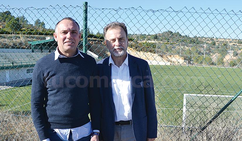 El alcalde de Godelleta, Rafa Fora, con el director territorial durante la visita a la localidad.