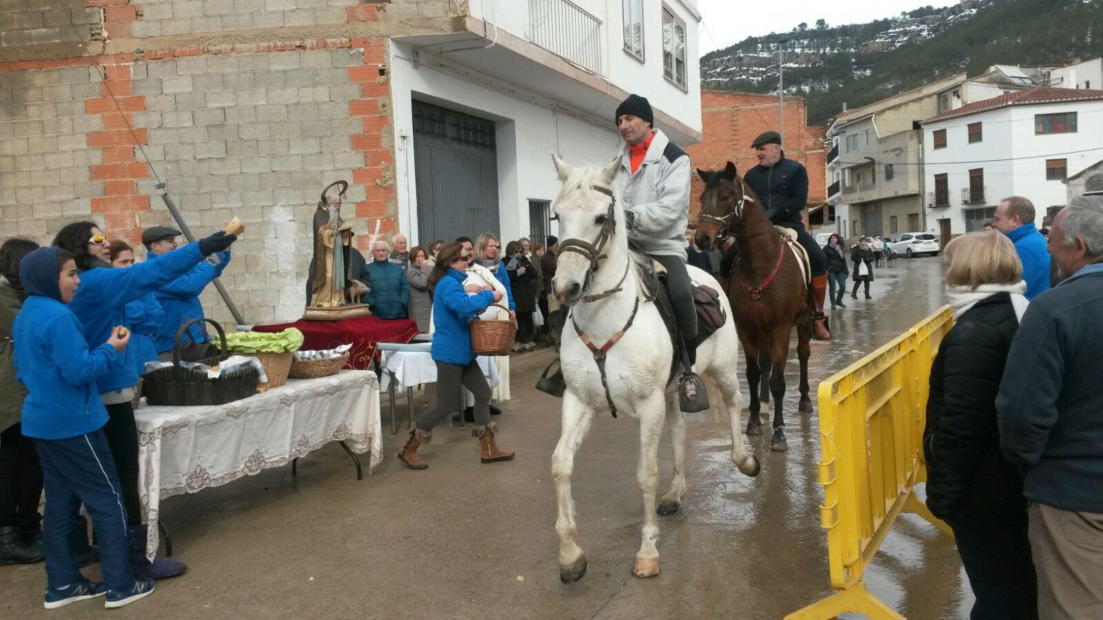 A pesar del temporal, el fin de semana se ha vivido San Antón en los pueblos de la zona del Alto Turia muy intensamente.