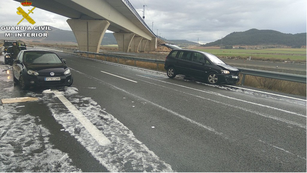Un Guardia Civil de Cárcer (que ya ha conseguido en estos últimos meses muchos auxilios en carretera) ha conseguido auxiliar otra vez más a cinco personas.