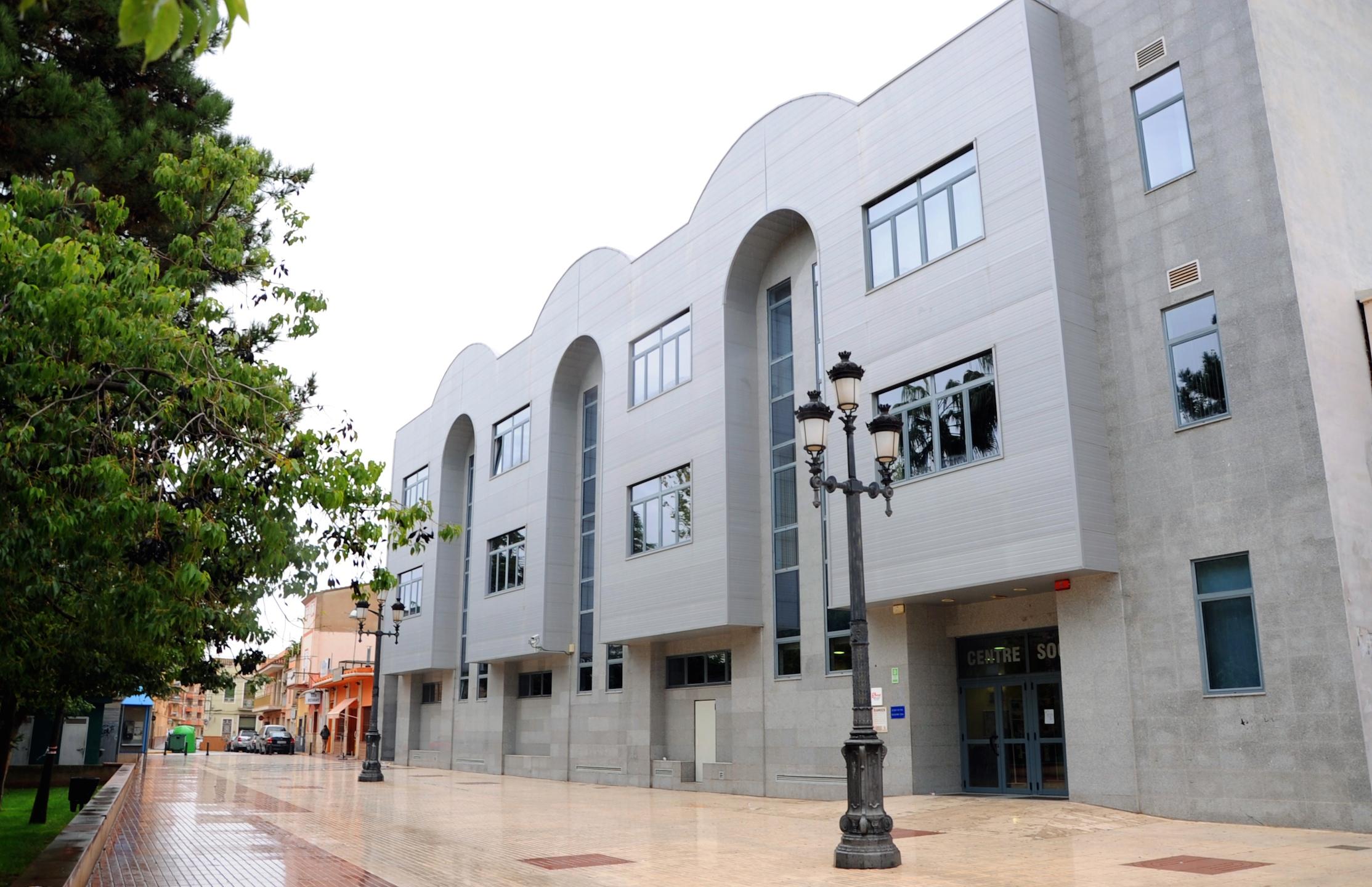 El departament de Serveis Socials de la Pobla de Vallbona passarà de 10 a 18 treballadors la plantilla i augmentarà així l'atenció que presta als veïns de la localitat.