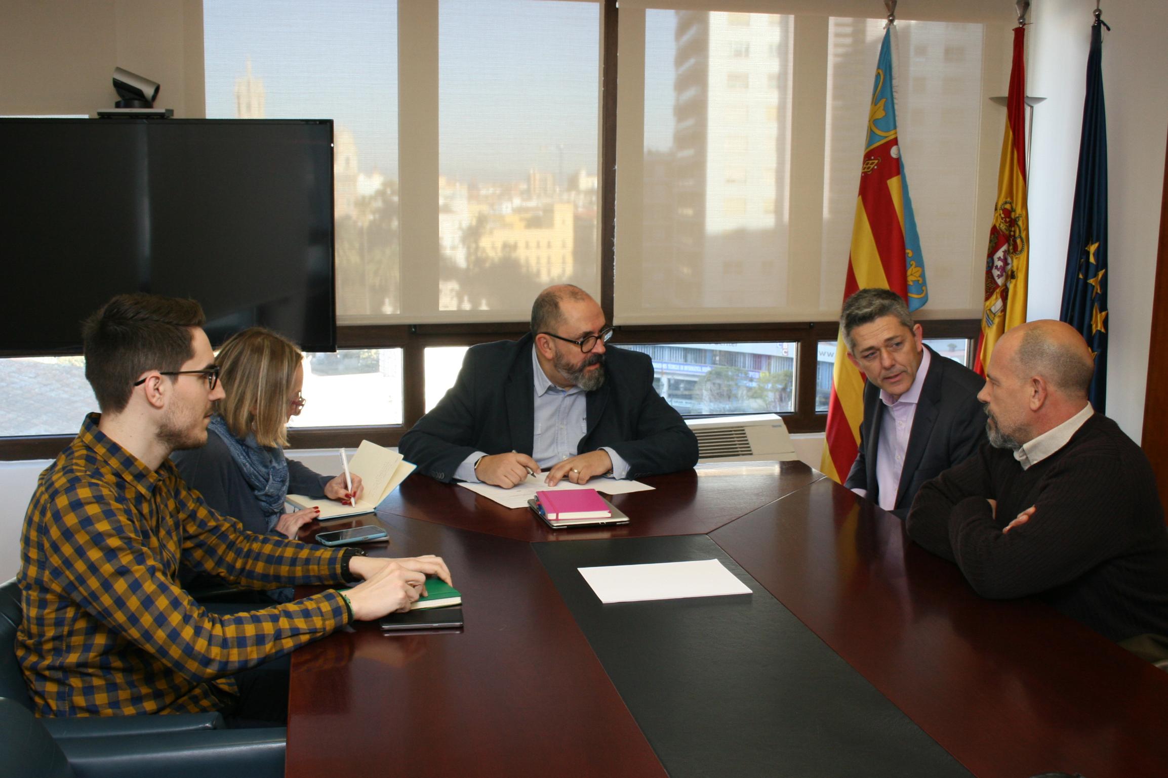 Secrectari autonomic ocupació Enric Nondedéu, Alcalde de la Pobla, Josep Vicent Garcia i regidor de Desenvolupament Local, Javier Nóvoa.