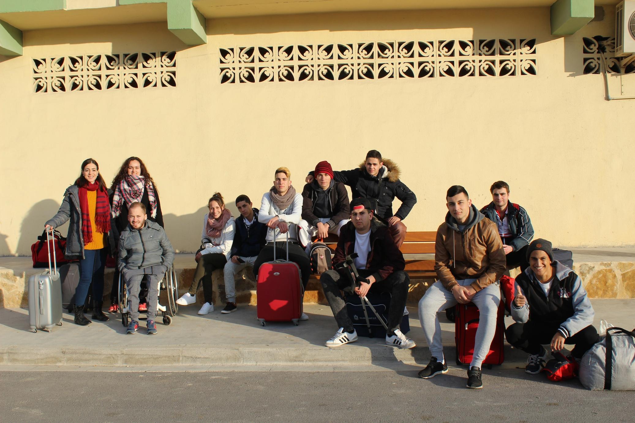 Los jóvenes de Vilamarxant participan, junto a los participantes del Programa Jove Oportunitat de Cheste y Chiva, en la fase de autorreflexión y convivencia.