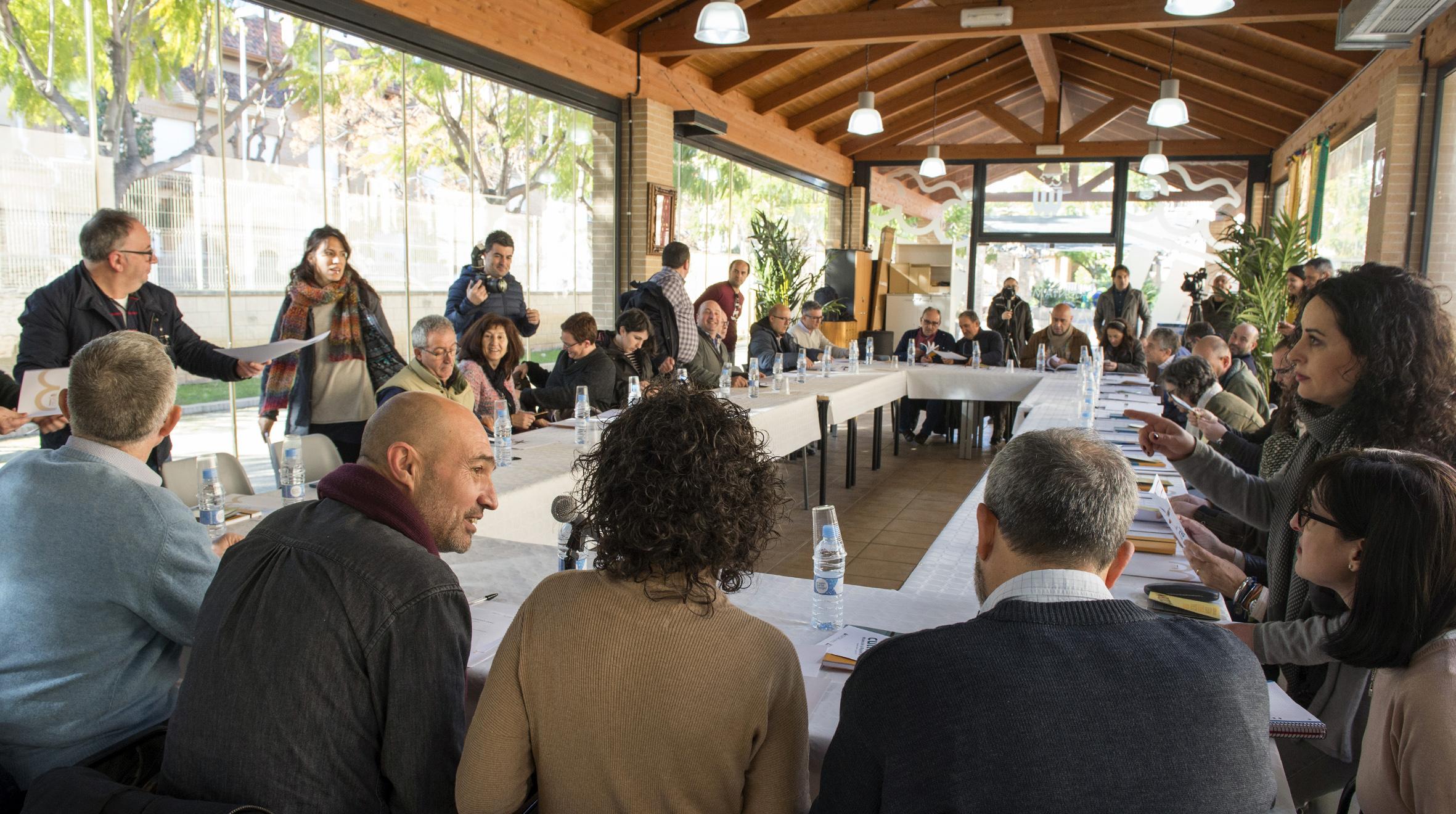 El diputado de Cultura Xavier Rius durante su reunión con los representantes de etnología.