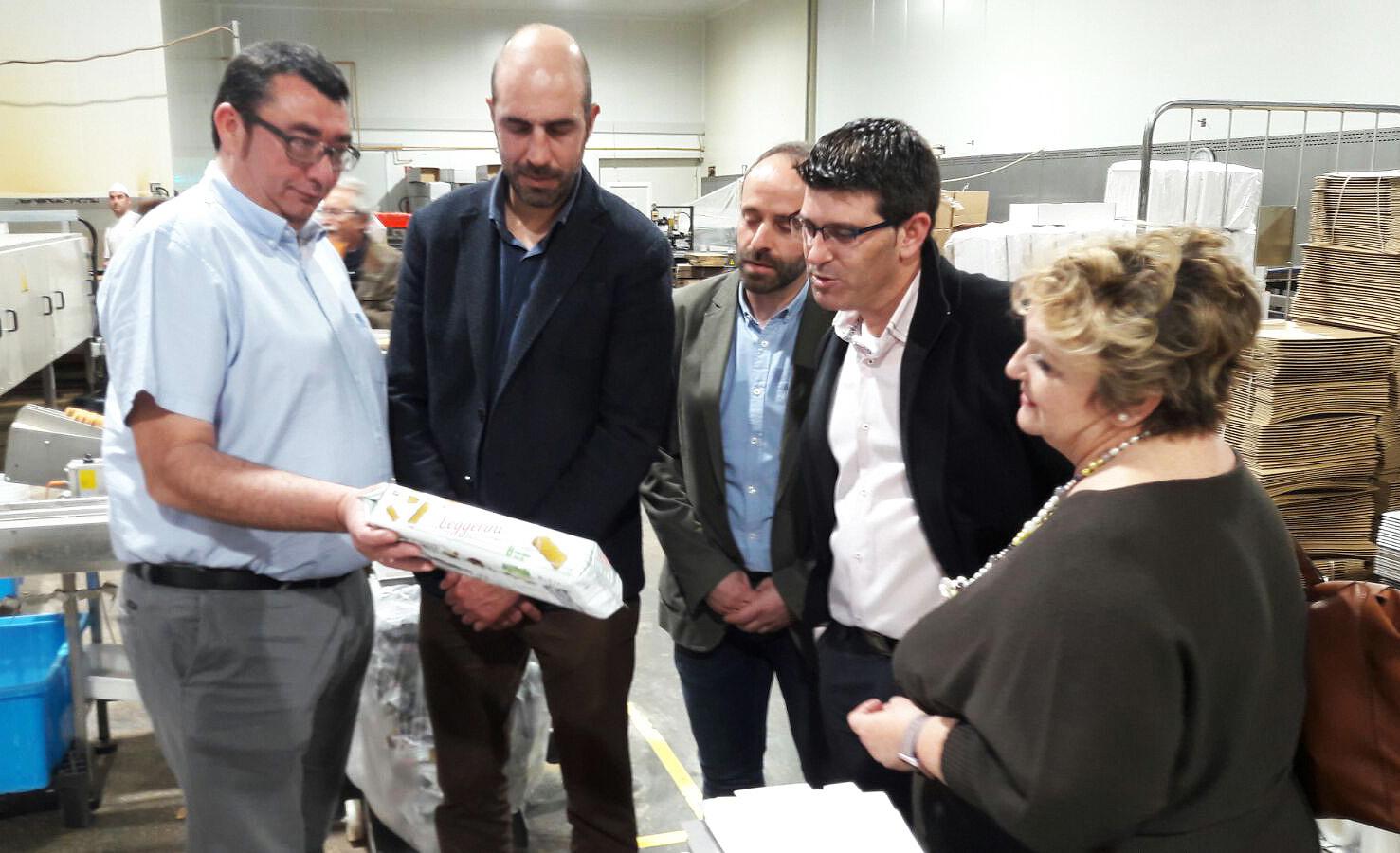 La subvención de 100.000 euros para mejorar la interconexión de las líneas eléctricas de la zona industrial ha permitido a Monteturia aumentar la potencia y mantener su fábrica en Los Serranos.