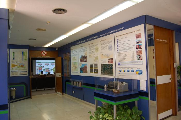 El centro de información de la nuclear dispone de una sala de proyecciones y dos de maquetas.