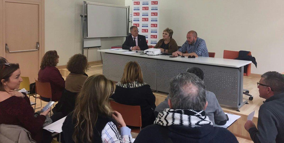 Llíria acogió la octava de las reuniones comarcales que los diputados socialistas de la Diputación están manteniendo con representantes institucionales y cargos orgánicos.