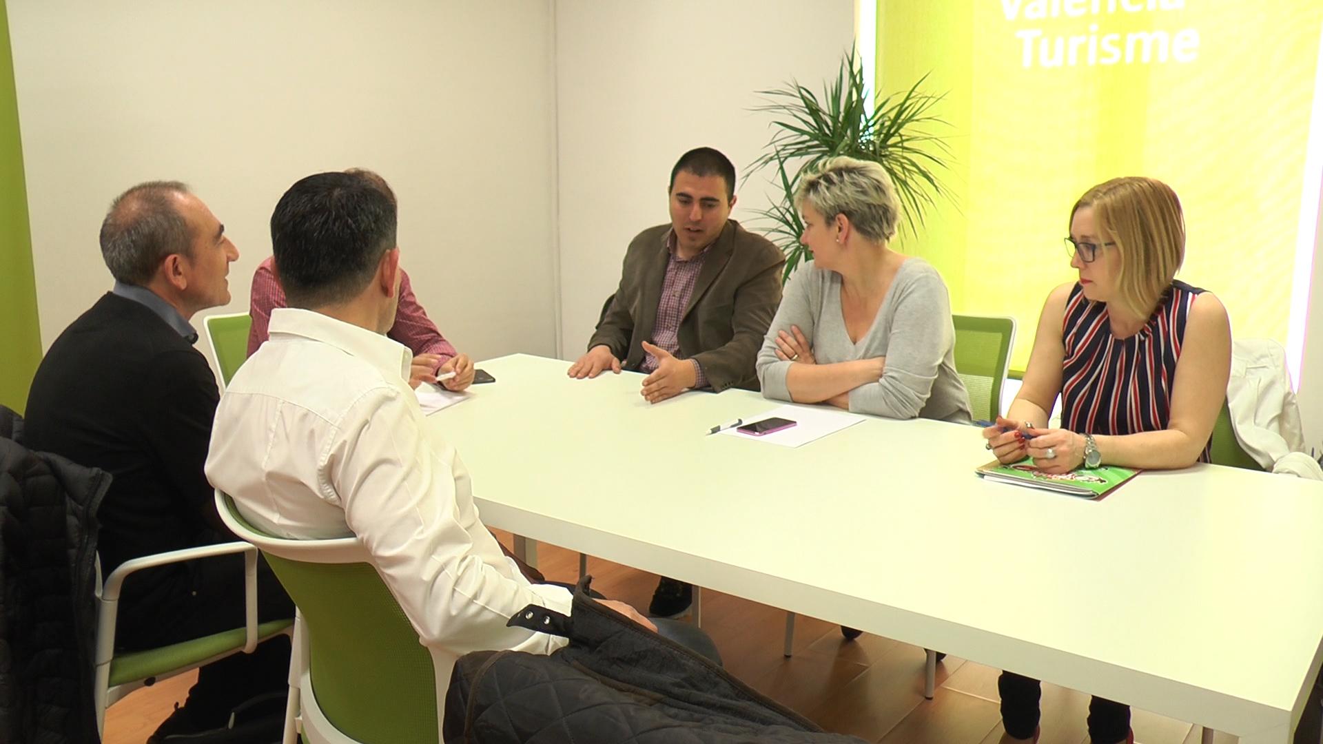 Reunión mantenida entre los agentes sociales y políticos de Buñol con la diputada provincial de Turismo, Pilar Moncho.