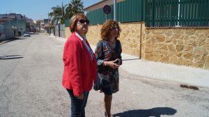 La diputada Conxa Garcia y la alcaldesa de Benicull de Xúquer, Amparo Giner