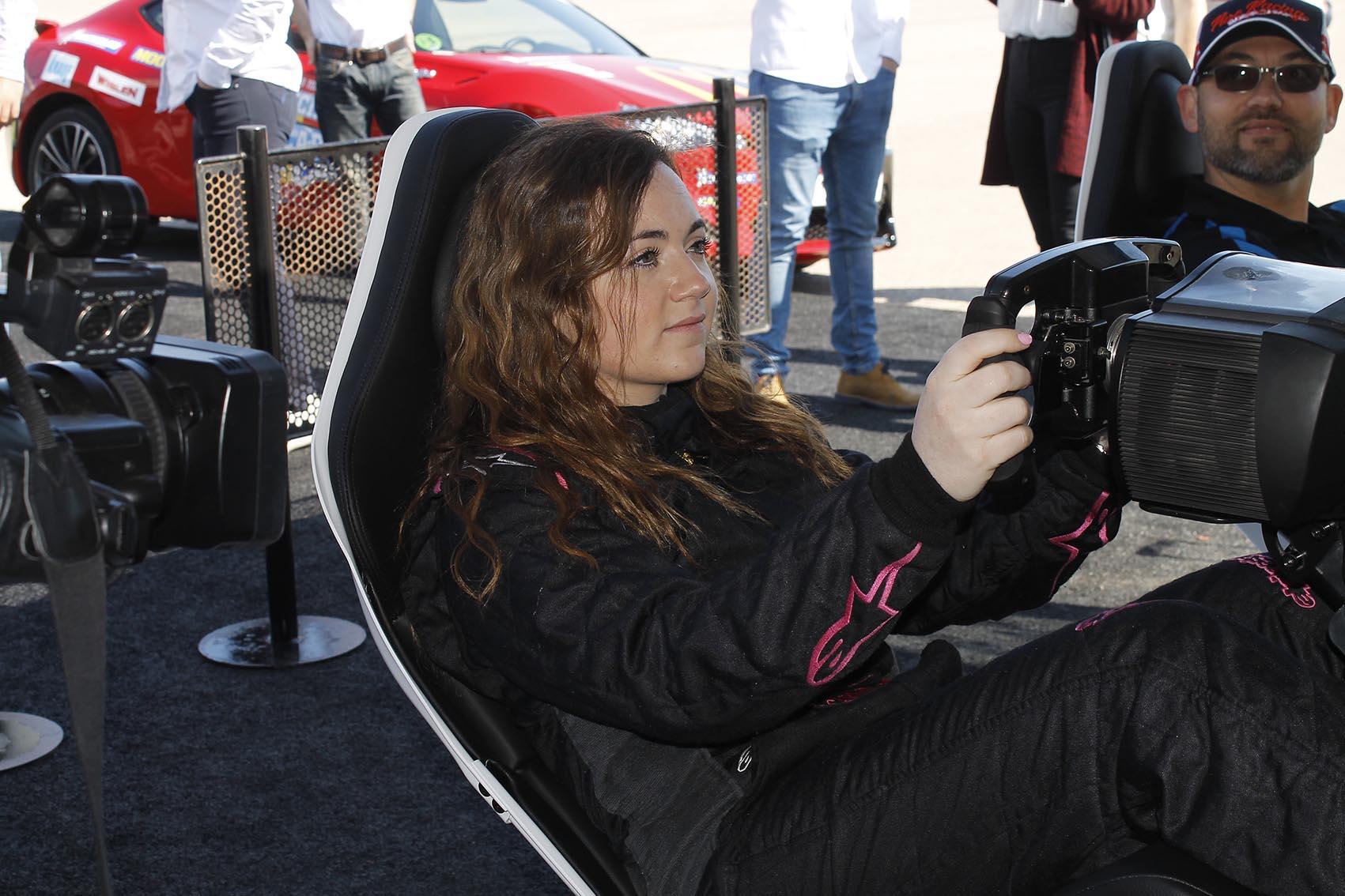 Los pilotos Borja García y Carmen Boix han participado en una competición virtual a los mandos de un simulador.