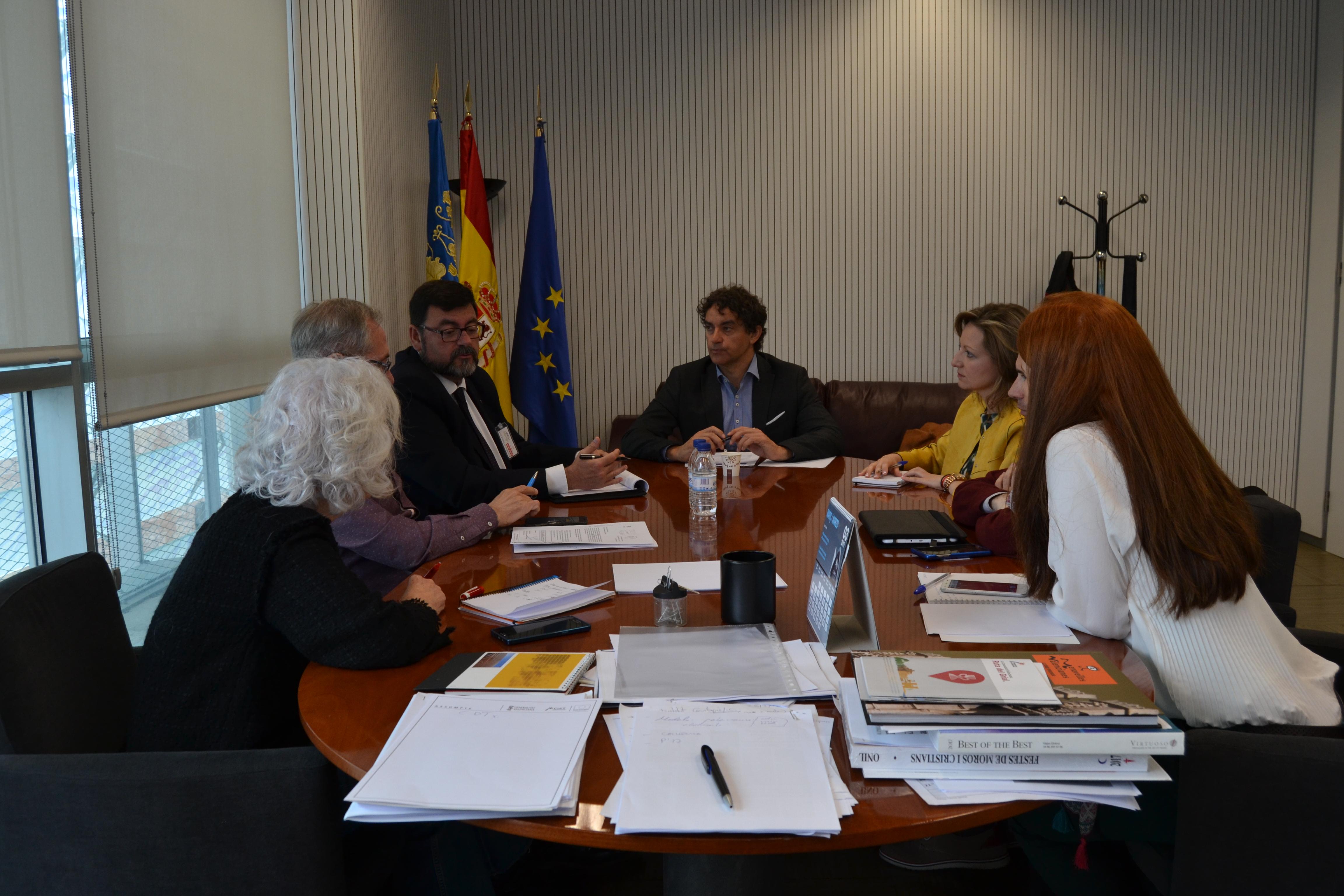 Francesc Colomer ha mantenido una reunión con la presidenta de la Mancomunidad de La Canal de Navarrés Pilar Teresa Sarrión.