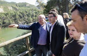 El president de la Diputació, Jorge Rodríguez, en la seua visita al pantà de Buseo de Chera.