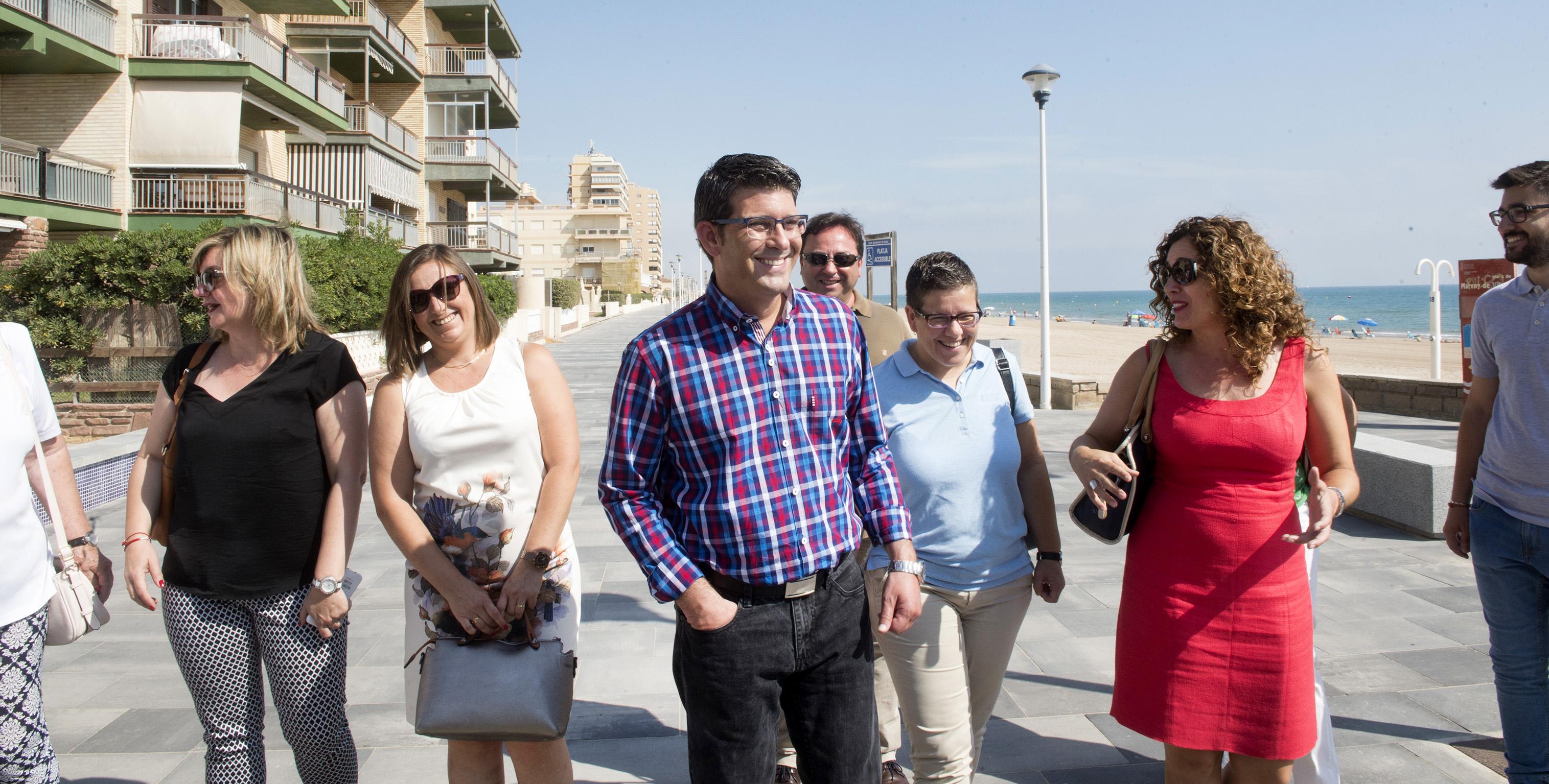 El presidente, Jorge Rodríguez, y la diputada Isabel García durante la visita a las obras del IFS en Sueca.