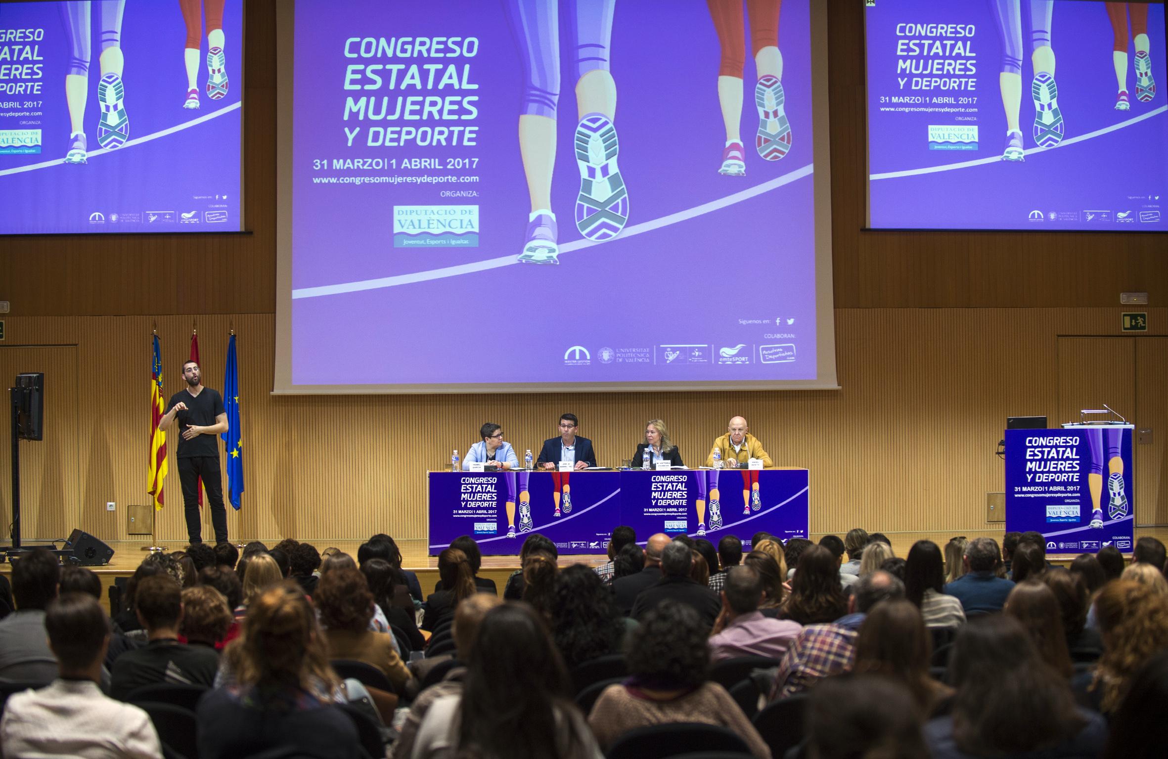 Inauguración del Congreso 'Mujeres y Deporte' a cargo del presidente de la Diputación.