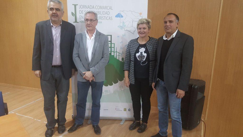 Ponentes y responsables de Turisme, Pilar Moncho; y la mancomunidad, Rafa Fora.