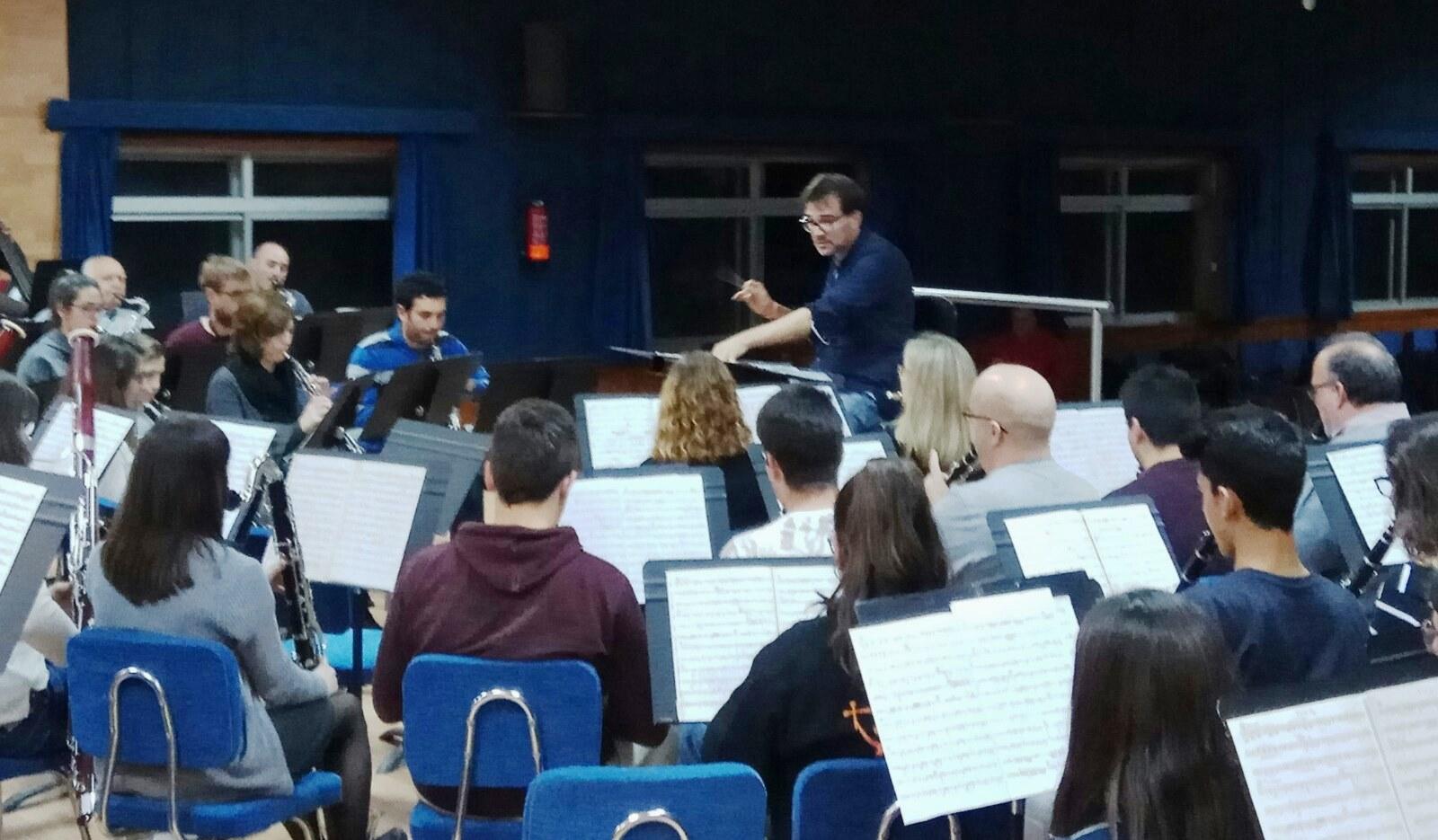 El compositor y director de Chiva afronta una nueva etapa al frente de una banda sinfónica de Villar del Arzobispo.