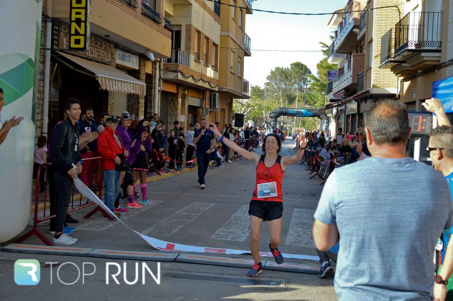 Elena Cambres entró primera en la meta de la 20K.