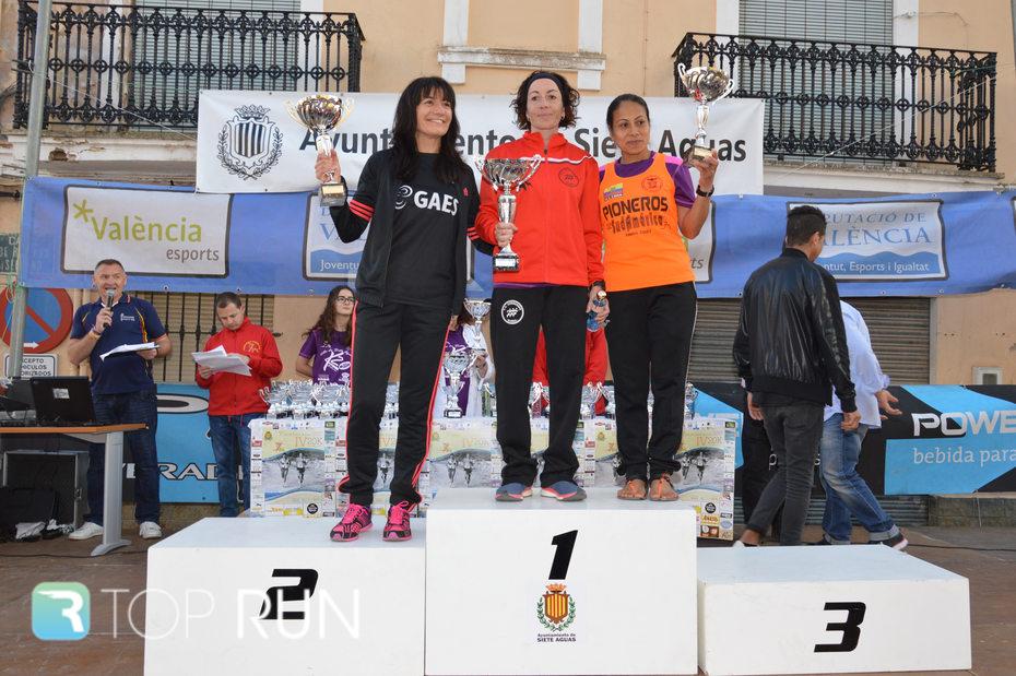 Podio femenino de la carrera 20K de Siete Aguas.