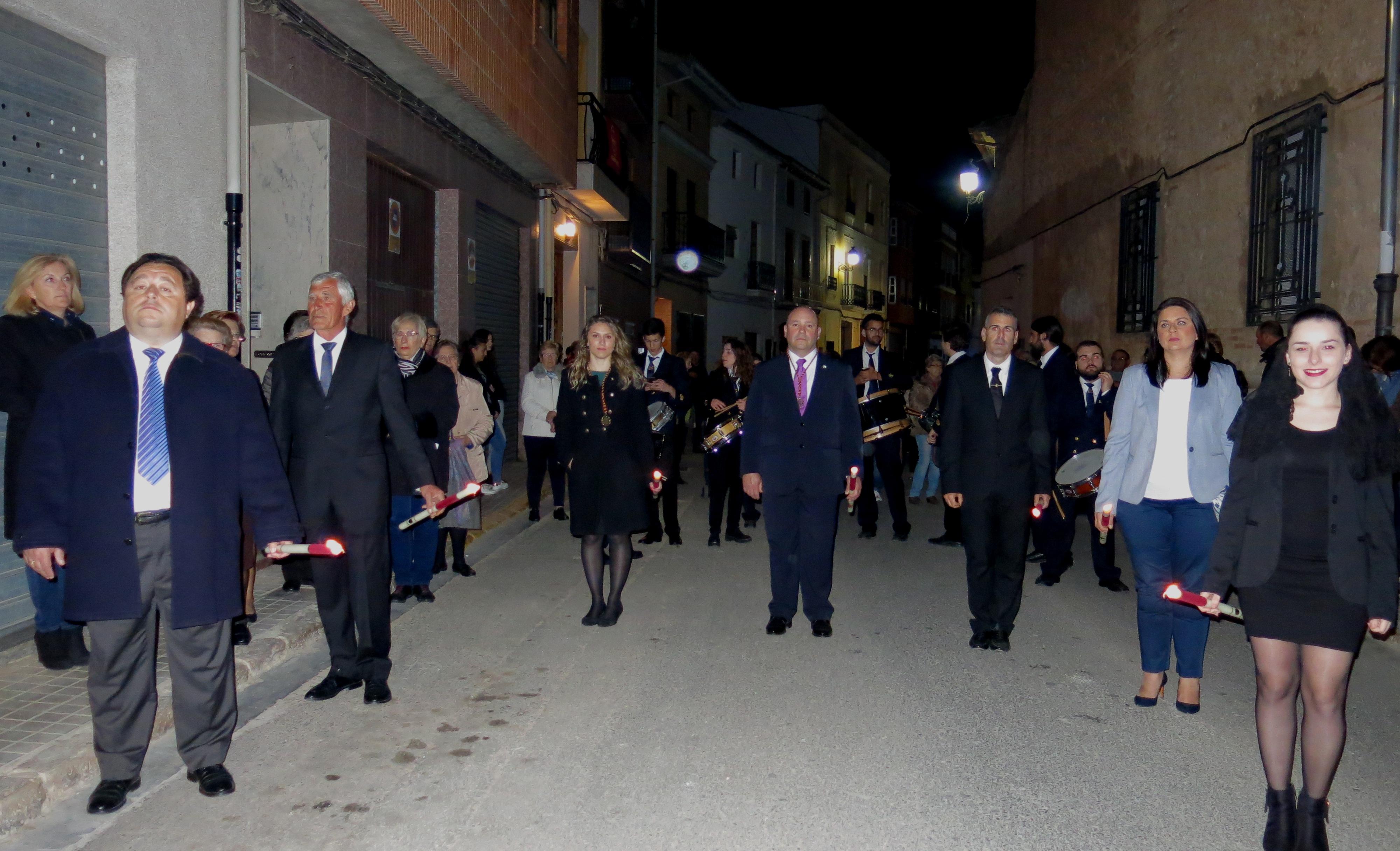 Un momento del desfile procesional por las calles de Turís.
