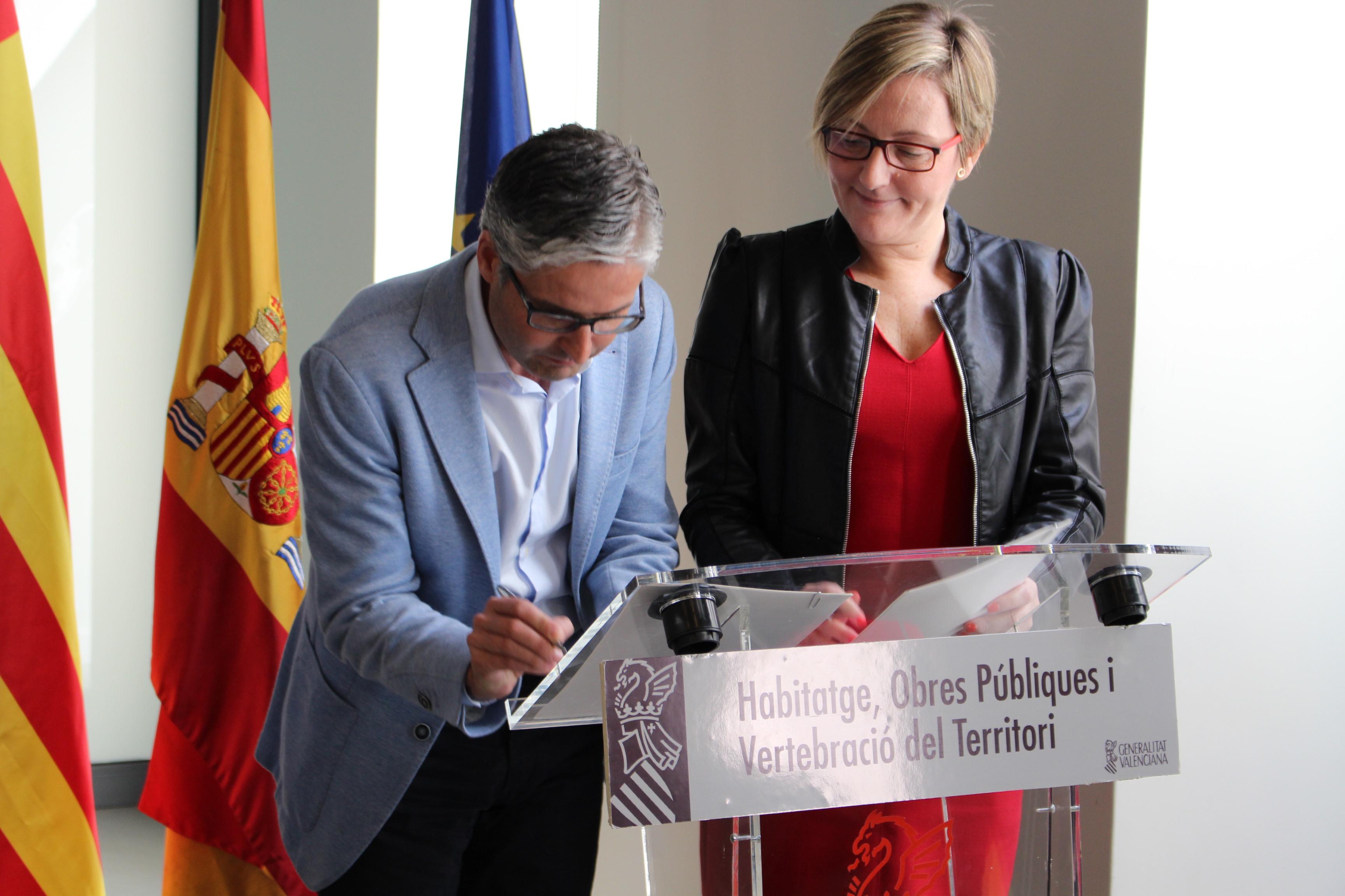 El nuevo convenio firmado entre la Entidad de Infraestructuras de la Generalitat y el Ayuntamiento de Vilamarxant formaliza la distribución de viviendas protegidas en régimen de arrendamiento.