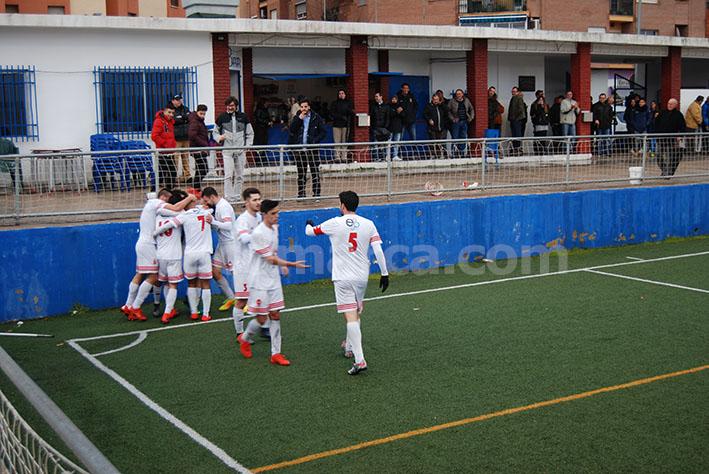 Los jugadores del CD Buñol celebrando uno de sus goles en un partido.