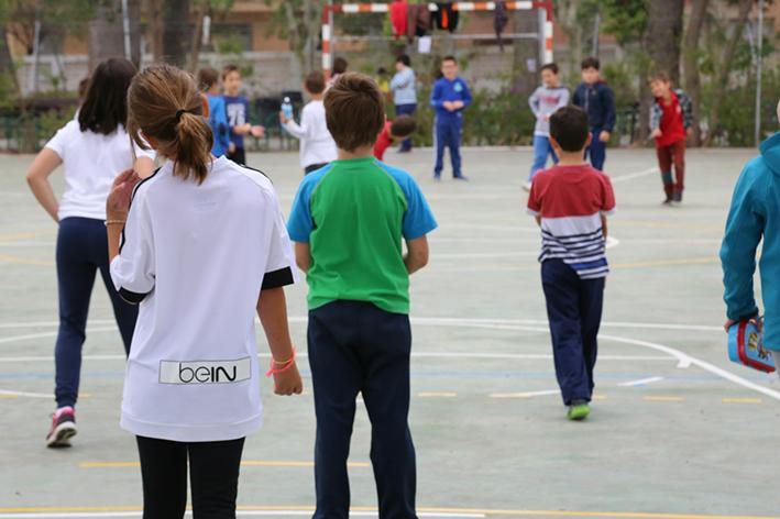 La Escuela se ha desarrollado en el colegio Giner de los Ríos, aunque han hecho salidas, como por ejemplo al Parque de La Lomiquia.