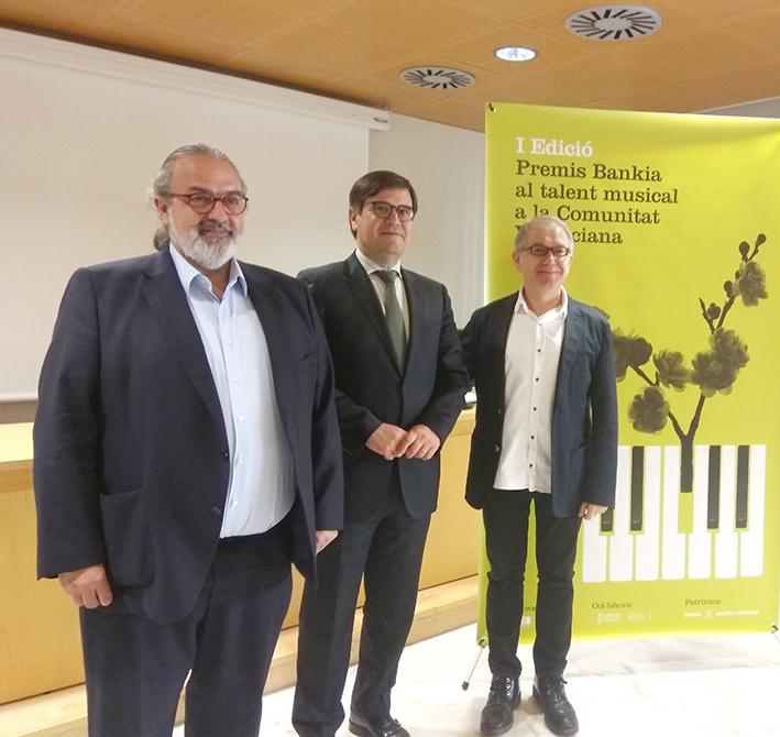 Pedro Rodríguez, presidente de la FSMCV; Francisco Muñoz, director de Banca Privada de Bankia en la Comunidad Valenciana; Abel Guarinos, director general del Institut Valencià de Cultura.