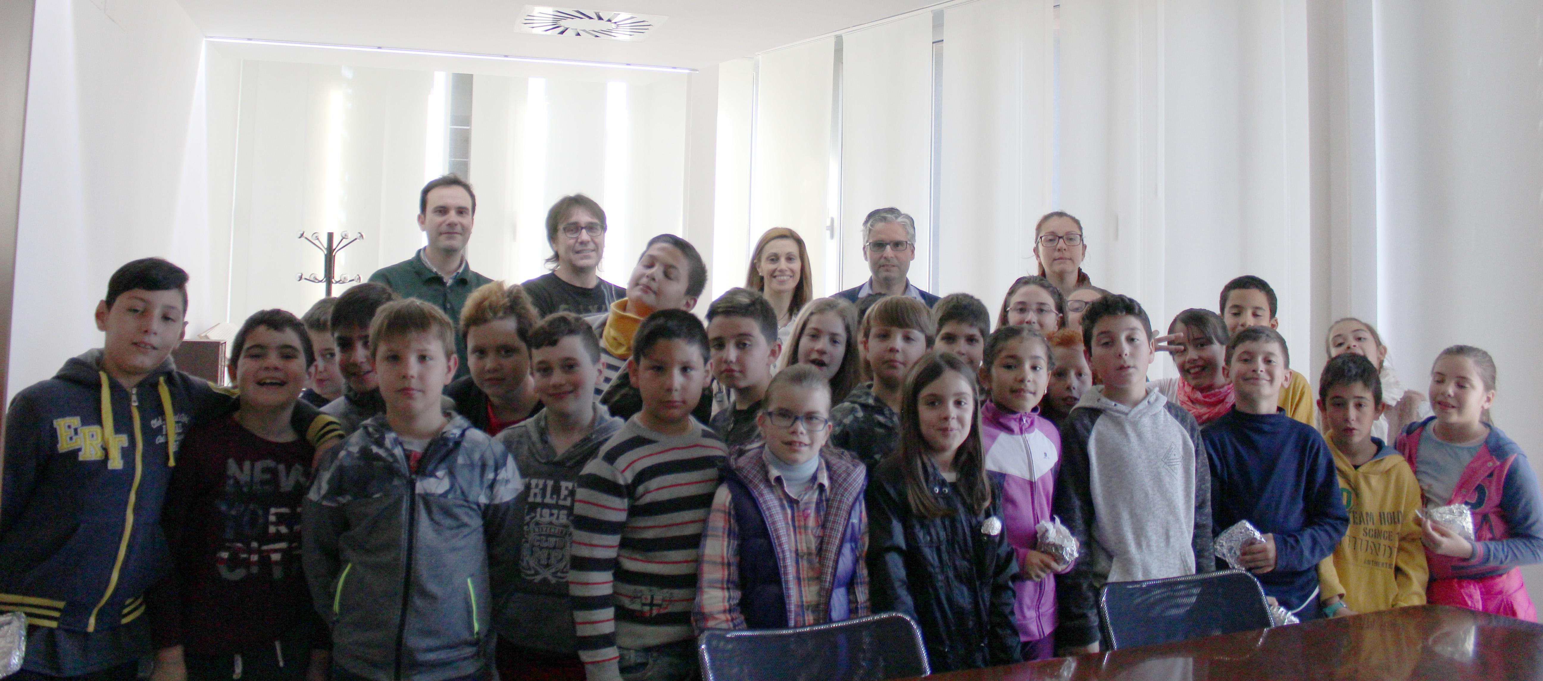 Alumnos y alumnas de primaria del CEIP Horta Major visitan el Ayuntamiento.