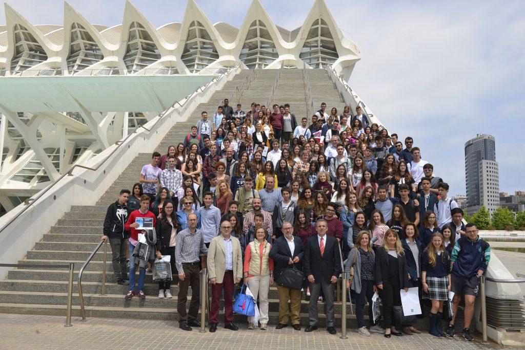El Colegio Marqués de Dos Aguas de Bétera gana el primer premio del concurso 'Cristalización en la Escuela'.