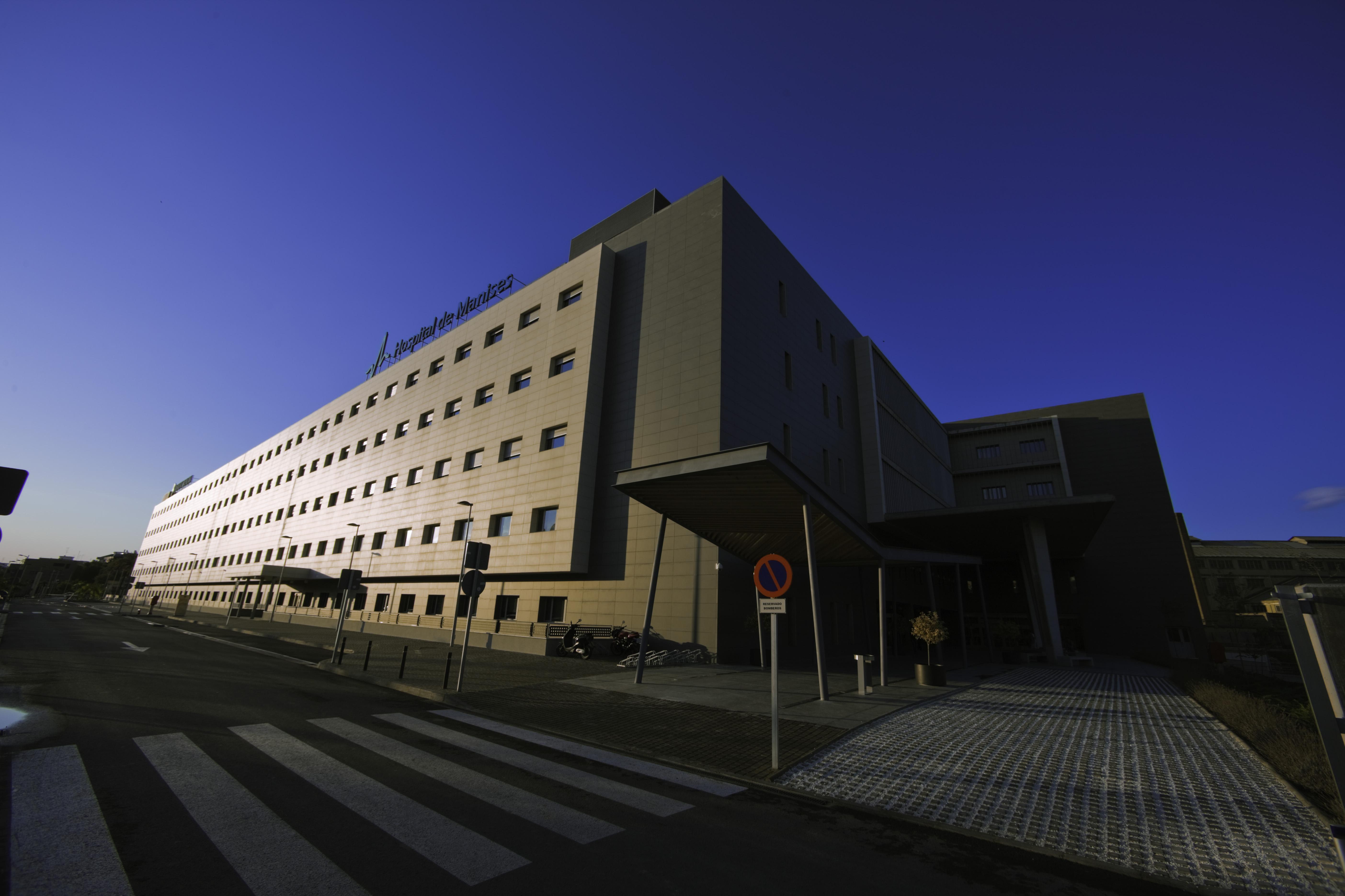 Fachada del Hospital de Manises, que da cobertura a los municipios de La Hoya.
