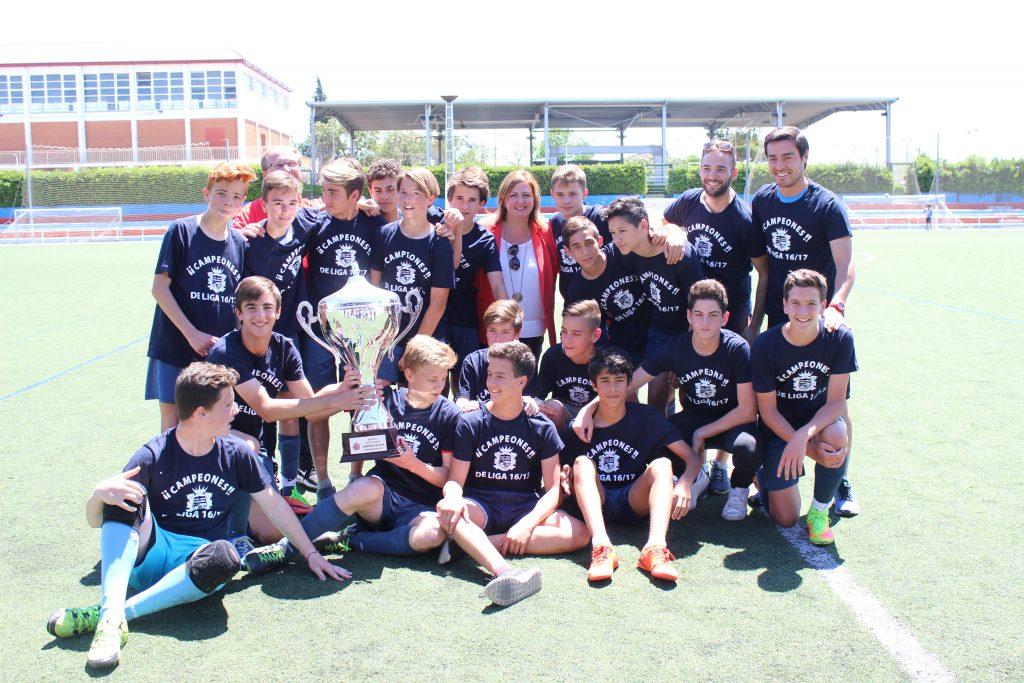 Los equipos cadete e infantil del C.D.F.B L'Eliana se proclamaron campeones de liga de la temporada 2016-2017 tras sus respectivas victorias contra el UD Bétera.